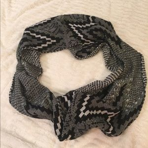 Mixit Black and White Infinity Scarf